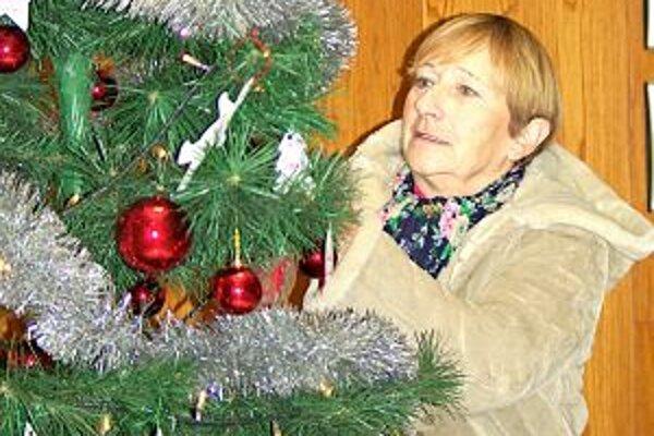 Jeden vianočný stromček, na ktorom sú ozdoby s menami detí, je aj na mestskom úrade. Ďalšie sú v kostole na Strede a v kaplnke na Rozkvete.