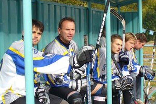 Sezónu hodnotia ako úspešnú. Kapitán Panterov Patrik Košťál (vľavo) to so svojím tímom dotiahol až do štvrťfinále. Na nováčika súťaže to nie je najhoršie.