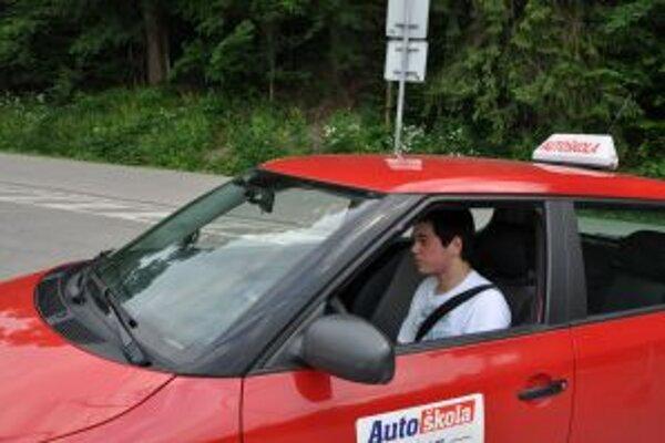 Vodičský preukaz na osobný automobil môžu získať aj neplnoletí.