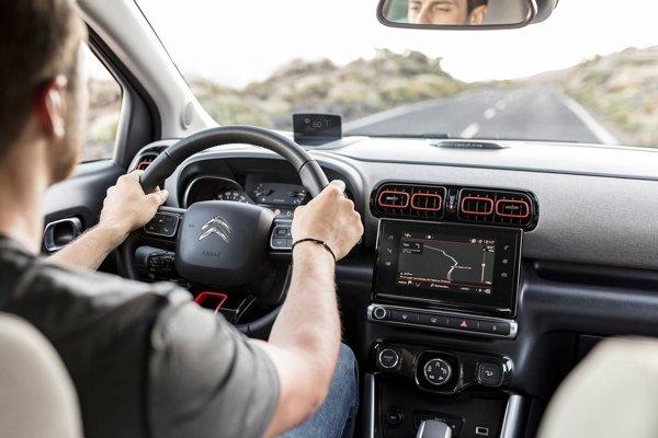 Pocit robustného SUV často znamená aj horší výhľad.