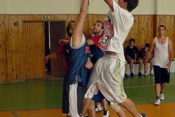 V súbojoch mali výhodu pružnejší basketbalisti.