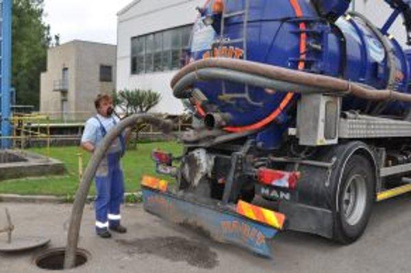 Cisterny búdú mať po napojení domácností na kanalizáciu menej práce s vyprázdňovaním žúmp.