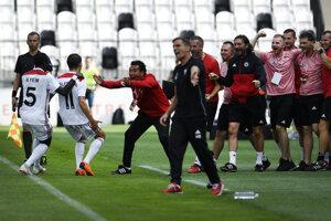 Trenčania sa radujú po góle na 1:0.