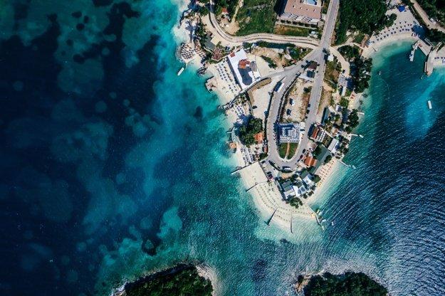 Pohľad na albánsku pláž