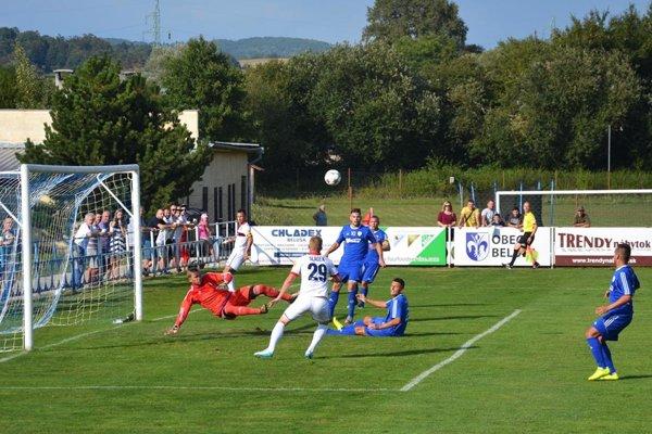 Na štadióne v Beluši sa predsa len bude hrať aj v tejto sezóne tretia liga.