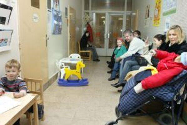 Čakárne detských lekárov sú plné.