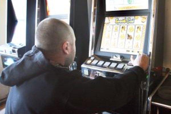 Obec nechce podporovať milovníkov hracích automatov.
