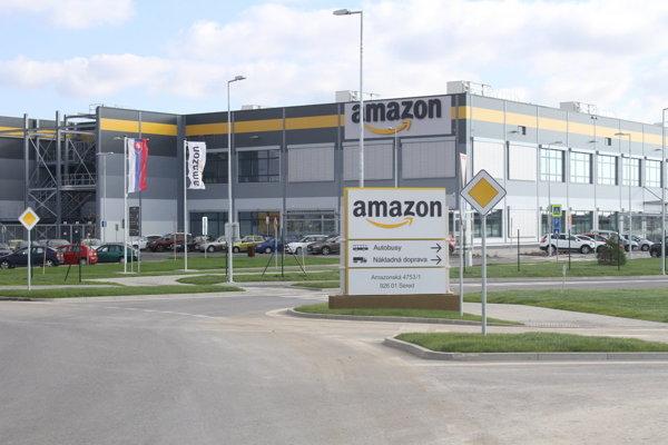 Amazon sa nachádza na Amazonskej ulici v Seredi.