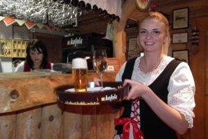 Mária Hvolková sa zamestnala ako čašníčka v Dolnom Kubíne. Robiť s ľuďmi ju baví. Aj keď je to rovnako pekné ako ťažké.