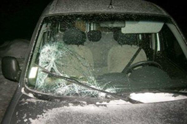 Auto ťažko zranilo chodca.