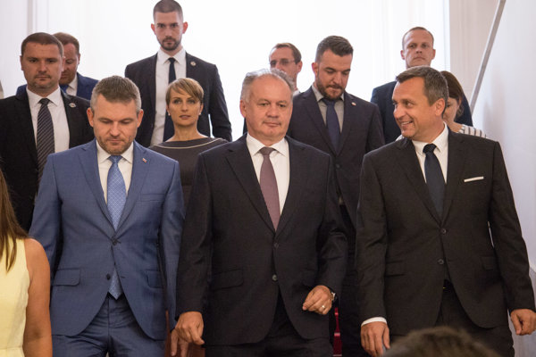 Prezident Andrej Kiska vystúpi s príhovorom na RTVS, premiér a predseda parlamentu sa stretnú na vernisáži.