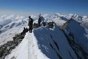 Vrchol Domu (4545 m) vo Švajčiarsku.