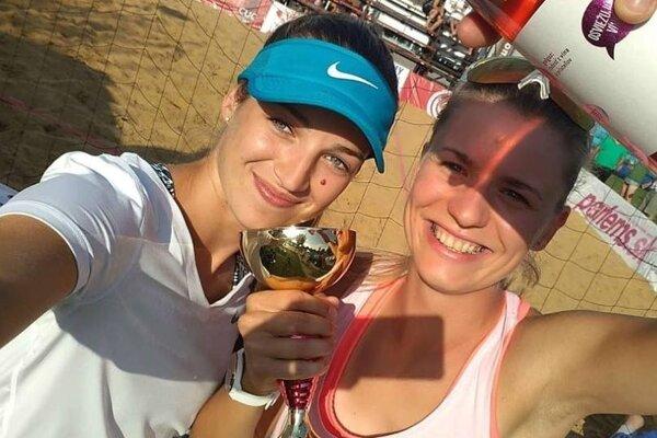 Selfie Magdalény Kováčikovej aJanky Šimanicovej (vpravo).