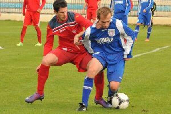 Dubničania (v červenom) otočili zápas v Šali.