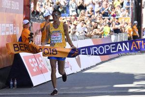 Marian Zakalnickyj z Ukrajiny v cieli pretekov.
