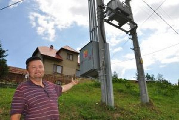 Ladislav Suroviak stojí na mieste, kde ho tlaková vlna blesku zhodila na zem.