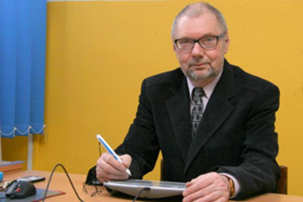 Štefan Kuchčák, učiteľ nižnianskej Spojenej školy.
