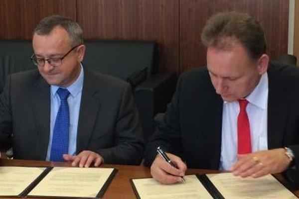 Spoločné Memorandum o vzájomnej spolupráci potvrdili podpisom rektor PU Peter Kónya a riaditeľ Slovenskej spoločnosti pre zahraničnú politiku Alexander Duleba.