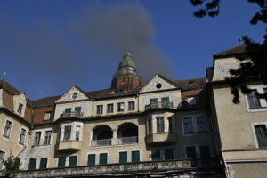 Požiar budovy bývalého hotela Slovan v Piešťanoch.