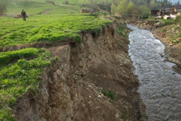 Množstvo neknihovanej pôdy vytvárajú meandre vodných tokov.