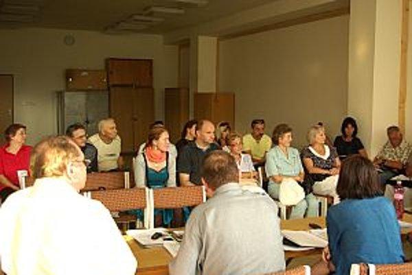 Svoje pripomienky prišli ľudia predniesť na zasadnutie výboru.