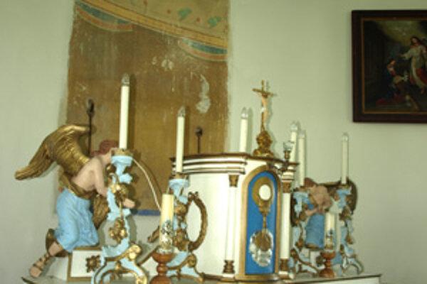 Po storočnom obraze zostalo nad oltárom prázdne miesto.