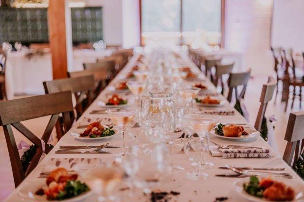 Veľká sála s kapacitou 120 miest je ako stvorená na svadby či rodinné oslavy.