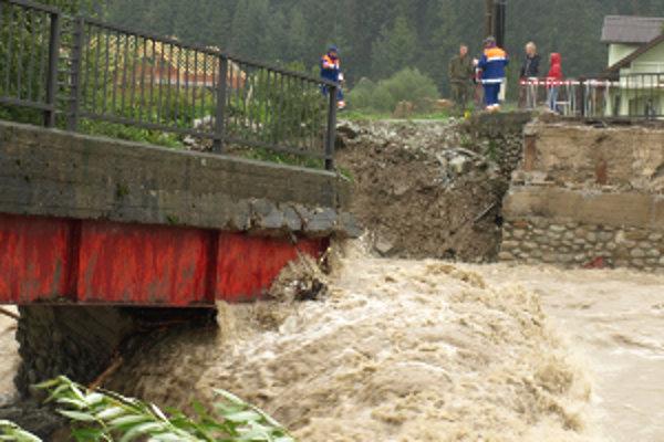Najväčšie škody spôsobili septembrové povodne v Rabči. Voda strhla most. Koncom mesiaca ho Rabčania nahradili železným od armády.