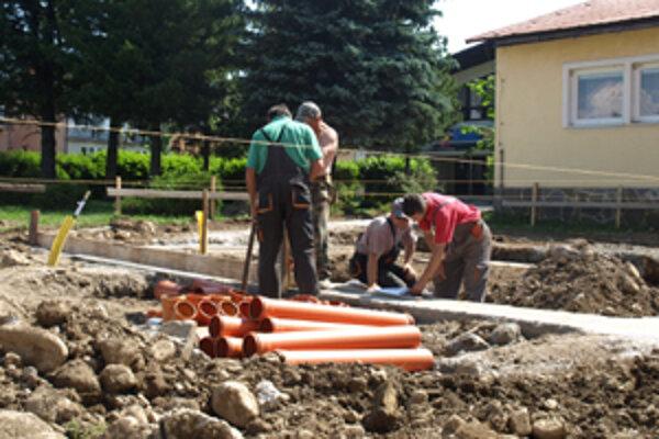 Zuberčania stavajú vedľa obecného úradu verejné toalety.