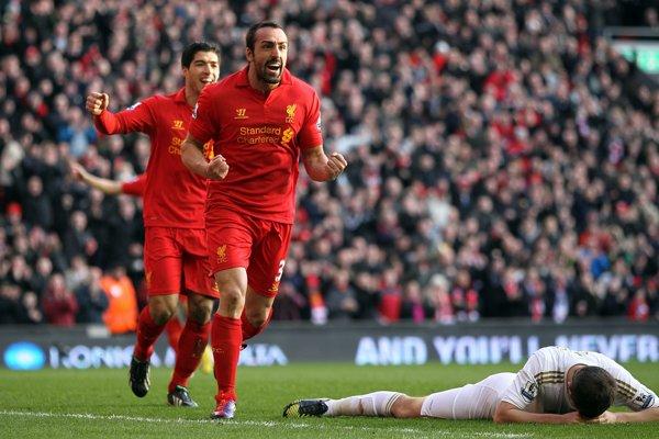 Na snímke z roku 2013 sa José Enrique teší z gólu za FC Liverpool.