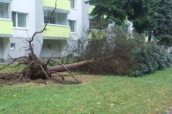 Piatková búrka v Bytči bola nesmierne silná.
