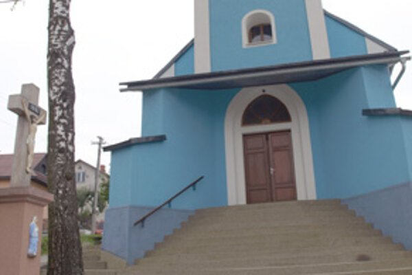 """""""Nezabúdame ani na pamiatky v dedine,"""" hovorí starosta Marián Ujmiak."""
