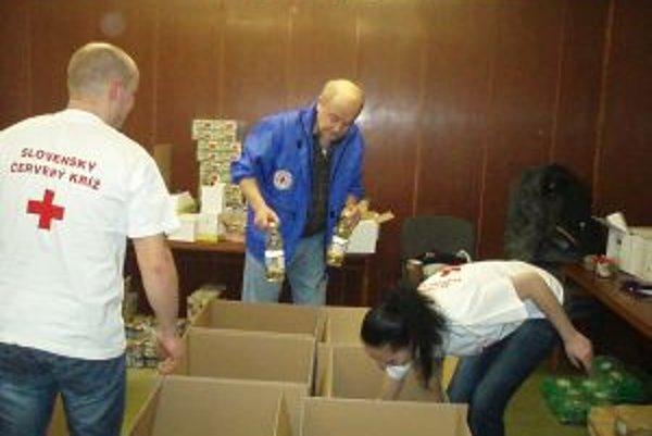 Krabice plné potravín dostali rodiny, ktoré to najviac potrebujú.
