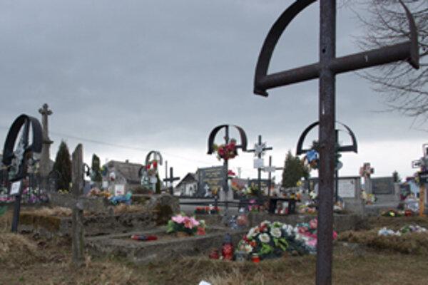 Nie všetci platia za hrobové miesta príbuzných zosnulých.
