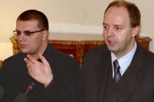 Na snímke zľava spolumajitelia Markízy Ján Kováčik a Pavol Rusko, rok 2002.