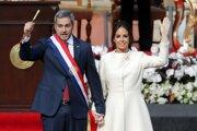 Mario Abdo Benítez s manželkou Silvanou Lopezovou počas inaugurácie.