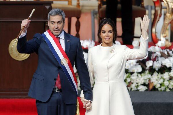 Mario Abdo Benítez s manželkou Silvanou Lopezovou.