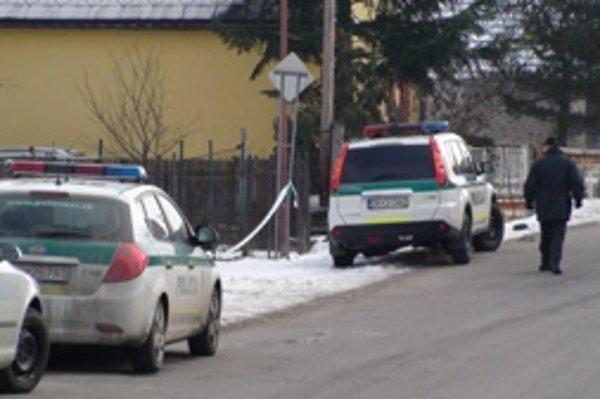 Polícia vyšetruje v Žaškove smrť 77-ročnej ženy. Či išlo o vraždu nechce potvrdiť.