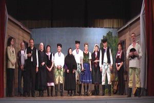 Túto sezónu sa divadelní ochotníci predstavili obecenstvu s Kukučínovou hrou Bacúchovie dvor.