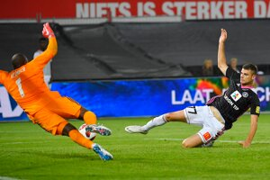 Trenčan Antonio Mance sa snaží streliť gól.