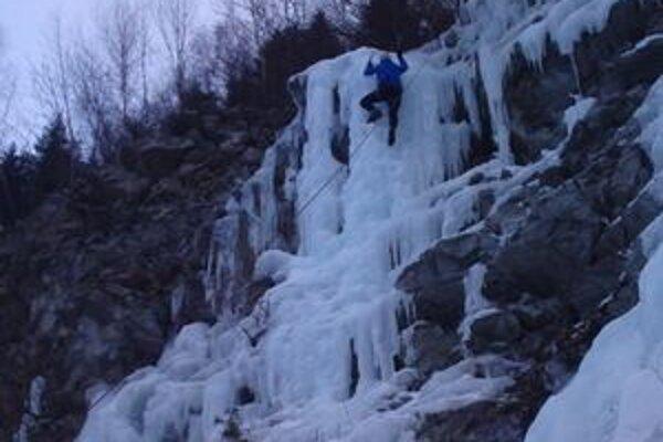 V kameňolome je zamrznutá stena, ktorú lezci využívajú na lezenie. Podľa nich patrí k najkrajším a najdlhším v okolí.