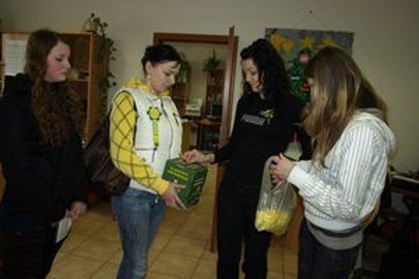 Tradične prišli mladí dobrovoľníci s pokladničkou aj do redakcie MY Oravské noviny.