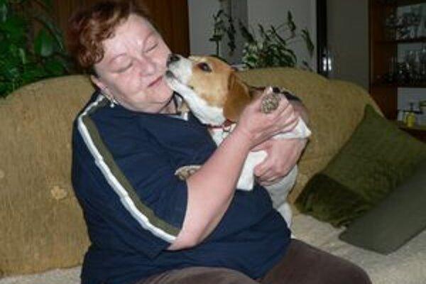 Štyridsaťeurová daň za psa v Dolnom Kubíne je podľa dôchodkyne Alice Čaučíkovej vysoká. Navrhuje poplatok upraviť pre každé plemeno zvlášť.