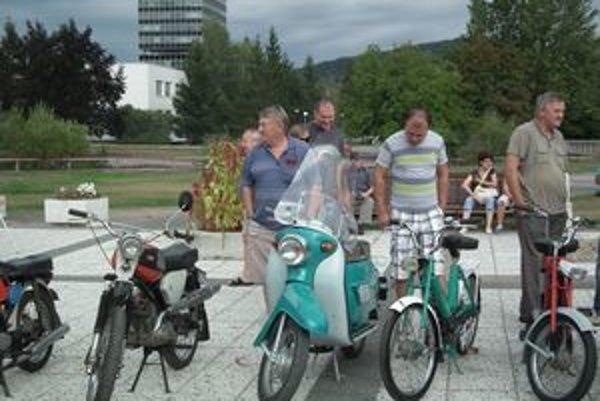 Na prehliadke bolo čo obdivovať. Motocykle sa páčili mladým i starším.