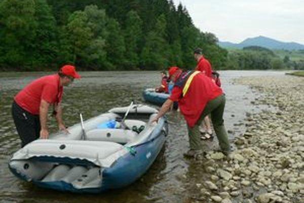 Záchranári hľadali mladíka na rieke Orava.