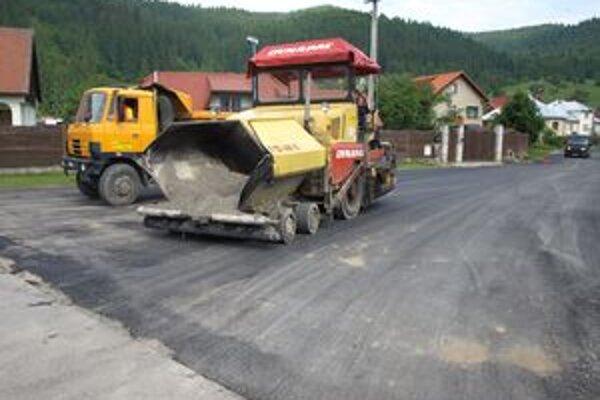 Podbielčania budú mať na viacerých cestách nové asfaltové koberce.