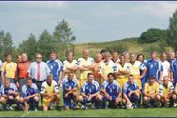 Spoločná fotografia Internacionálov Slovenska a Trstenej.