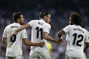 Futbalisti Realu Madrid sa radujú po jednom z gólov.
