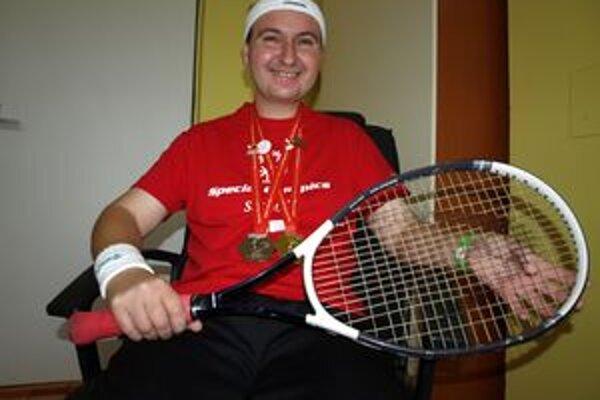 Tenis má Jaroslav Kulina veľmi rád. Svedčia o tom aj jeho úspechy.