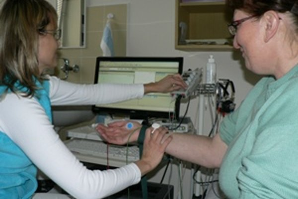 Nový EMG prístroj. Dolnokubínska neurológia čakala niekoľko mesiacov, kým sa naň našli peniaze.